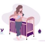 image d'un berceau avec une femme qui tient un bébé