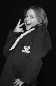 image d'une petite fille souriante